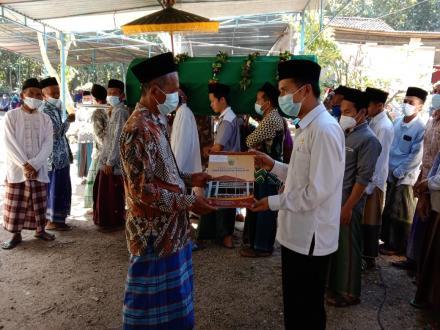 Penyerahan Akta Kematian Alm. Amat Norslan Warga Dusun Gupakwarak