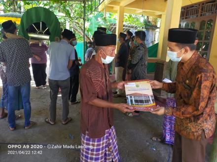 Penyerahan Akta Kematian Alm. Wongso Atmo Warga Dusun Mangir Kidul RT 4